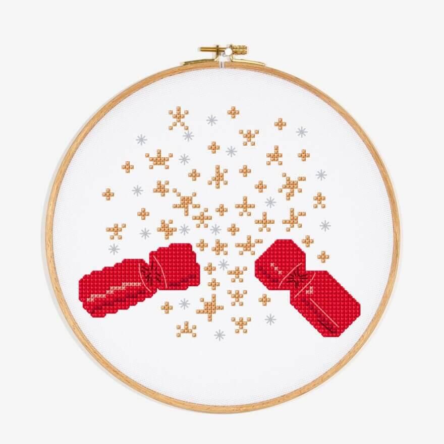 christmas cracker kerst dmc edited - 25 moderne borduurpatronen voor kerst 2021 (+ gratis patronen!)