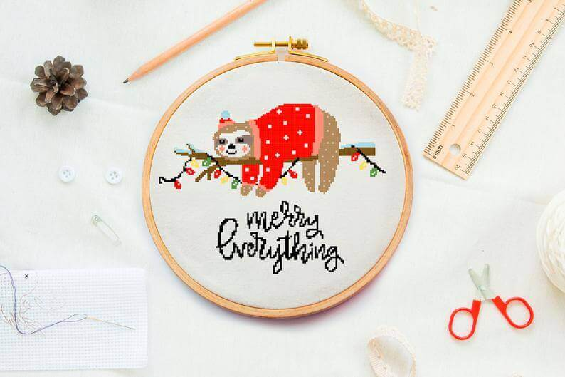 sloth kerst etsy - 25 moderne borduurpatronen voor kerst 2021 (+ gratis patronen!)